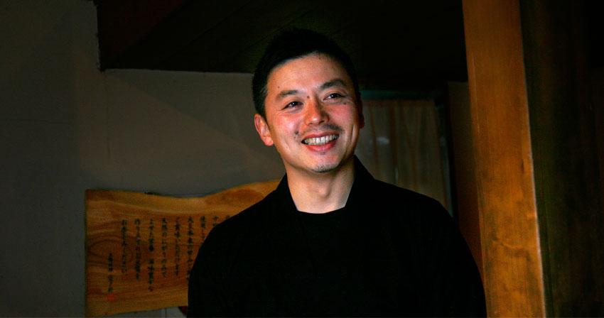 空野マネジメント長 岩崎