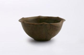 錆釉輪花小鉢